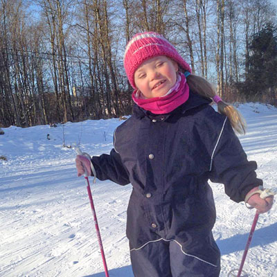 glad-jente-paa-ski